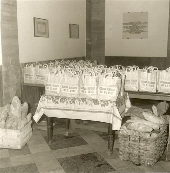 Raccolta pane per i poveri 2