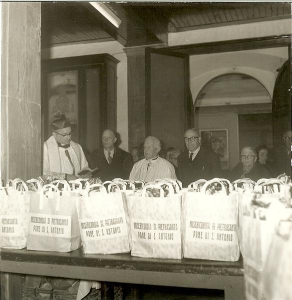 Raccolta pane per i poveri